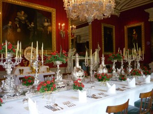 Dining_table_laid_at_Chatsworth_House